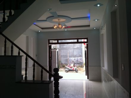 phòng khách nhà mới nằm trên mặt đường nguyễn thị minh khai dĩ an