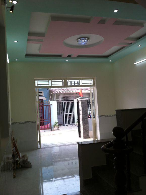 Tầng trệt đẹp nhà dĩ an với hệ thống đèn chiếu sáng sang trọng
