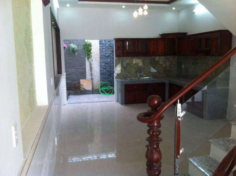 Nhà dĩ an cần bán lát nền bằng gạch bóng kính chống trầy