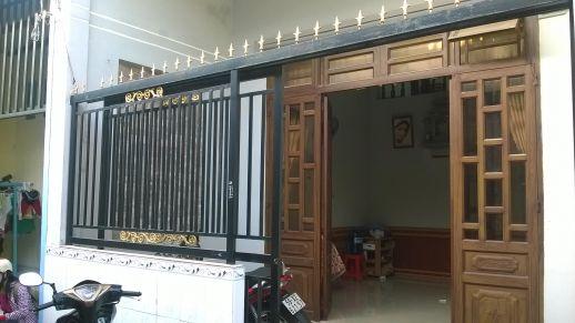 Bán nhà bình dương chính chủ có cổng rào bằng sắt kiên cố