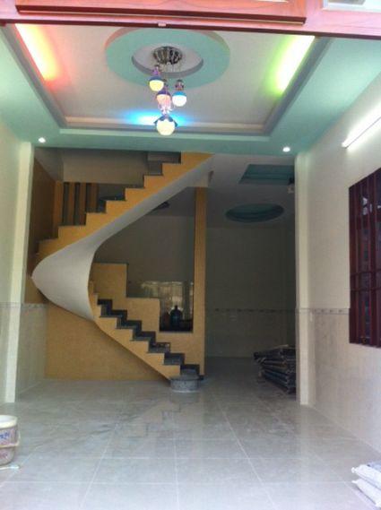 Phòng khách với thiết kế bài bản, không gian thoáng mát.