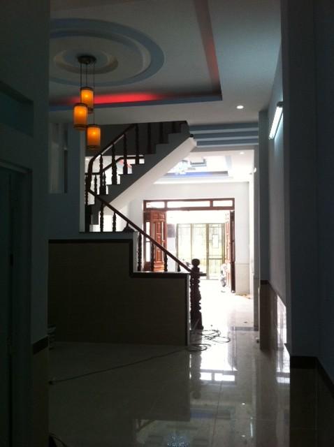 Tầng trệt nhà dĩ an cần bán có cầu thang kiên cố