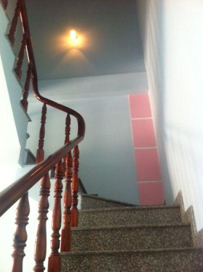 cầu thang hiện đại và đơn giản