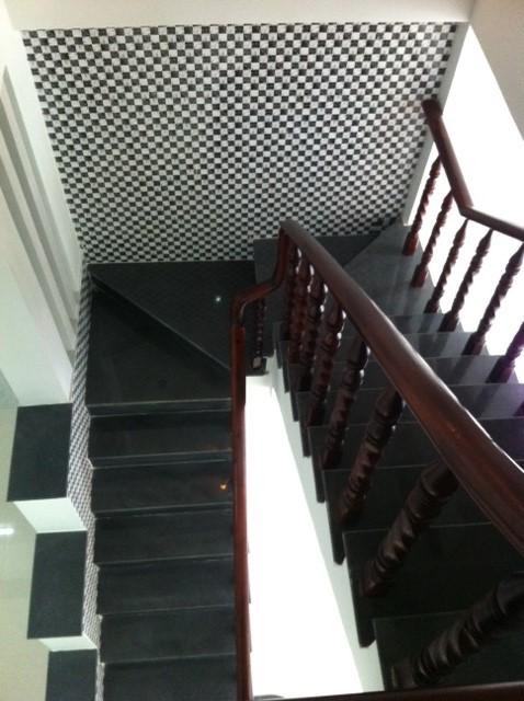 Hình ảnh thực tế cầu thang nhà dĩ an cần bán