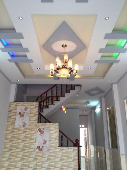 Trần đóng thạch cao với dàn hệ thống đèn chiếu sáng kiểu mới.