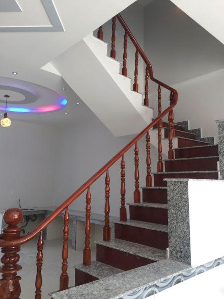 cầu thang hiện đại và đơn giản ở dĩ an bình dương