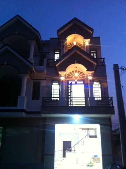 Mẫu nhà đẹp vào ban đêm.