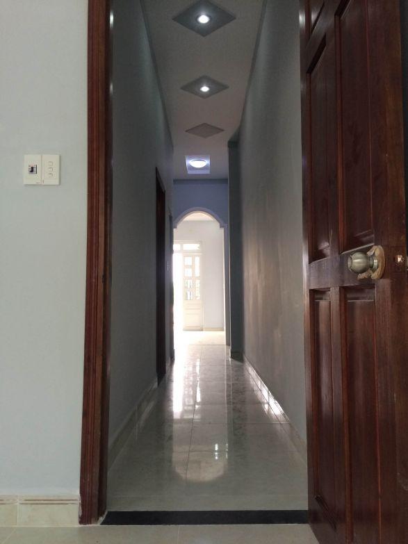 hành lang lầu 1,