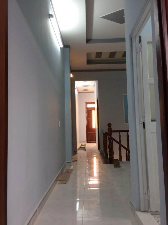 Hành lang phía trên lầu.