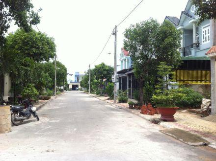 Đường trước nhà;