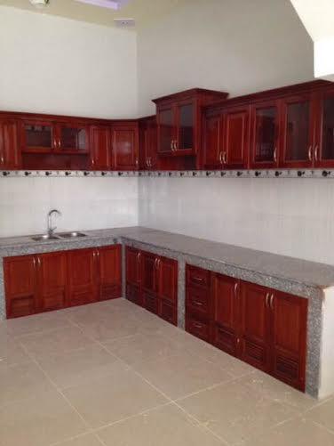 Mẫu tủ bếp đẹp toàn bộ được làm bằng gỗ cao cấp.