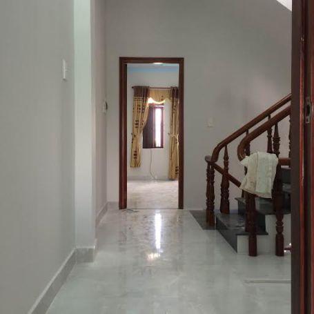 Tầng lầu thiết kế rộng rãi.