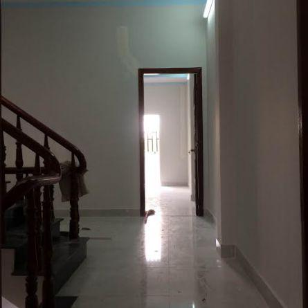 Tầng lầu rất rộng rãi và thoáng mát.