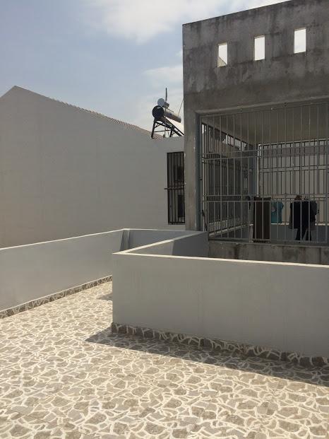 Trên sân thượng