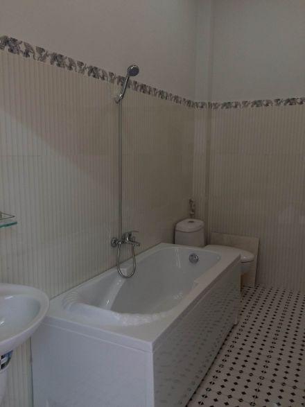Nhà có bồn tắm nằm cao cấp.