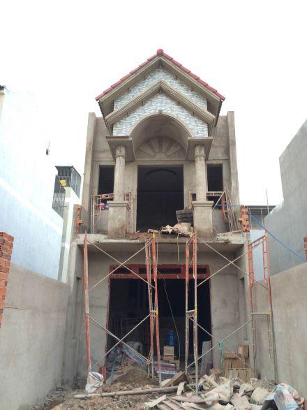 Nhà đang trong quá trình xây dựng.