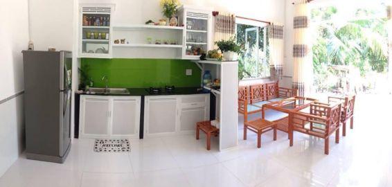 Toàn bộ khu vực nhà bếp và phòng khách.