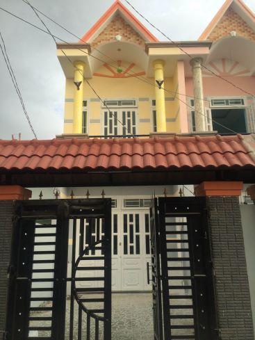 Màu sắc căn nhà rất nổi bật.