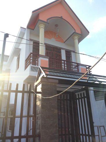 Phía trước căn nhà mới ở dĩ an.
