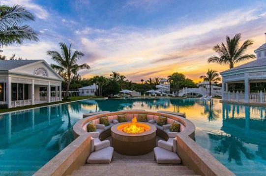 Mẫu biệt thự có hồ bơi, thiết kế hiện đại.