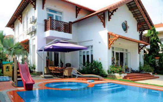 Mẫu biệt thự có hồ bơi, cách phối hợp vô cùng điêu luyện.