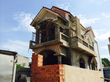 Ngôi nhà đang trong quá trình gần hoàn thiện.