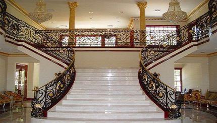 Mẫu  kiểu cầu thang hiện đại rất tinh tế của cổ điển