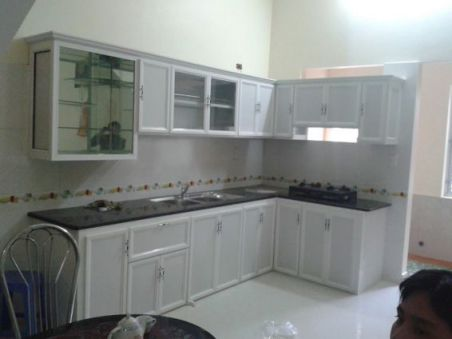 Mẫu tủ bếp nhôm kính hiện địa M2