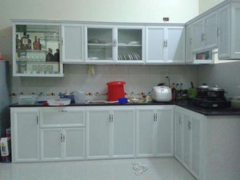 Mẫu tủ bếp nhôm kính hiện địa M4