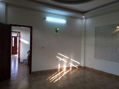 Hệ thống đèn  chiếu sáng được lắp đặt âm tường.