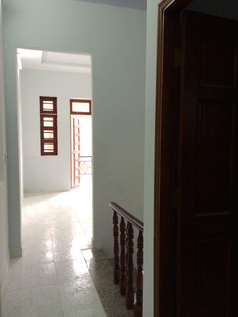 hành lang ra phòng thờ.
