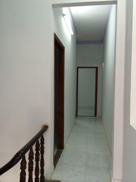 hành lang ra phía phòng ngủ.