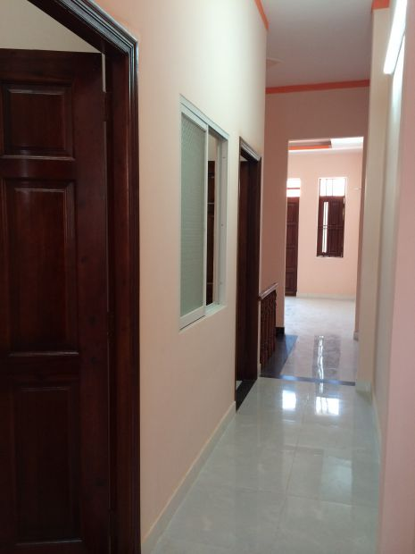 Các phòng đều thiết kế cửa thông gió.
