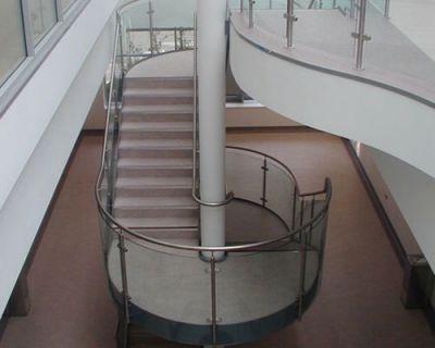 Cầu thang cho nhà ống hiện đại M5