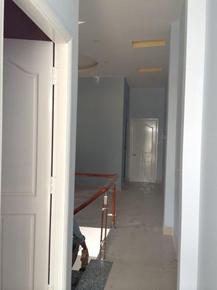Tầng lầu với cách bố trí phòng rộng rãi.