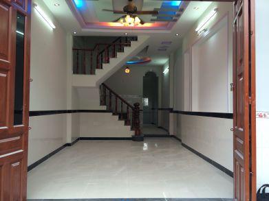 Phòng khách được trang trí đẹp với đường nét hoa văn đa dạng