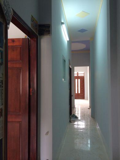 Các phòng đều thiết kế cửa bằng gỗ.