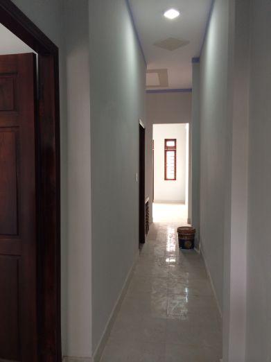 Phòng ngủ cửa được làm bằng gỗ.