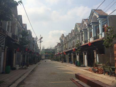Nhà phố mới dĩ an đang phát triển rất mạnh, dân cư đông.