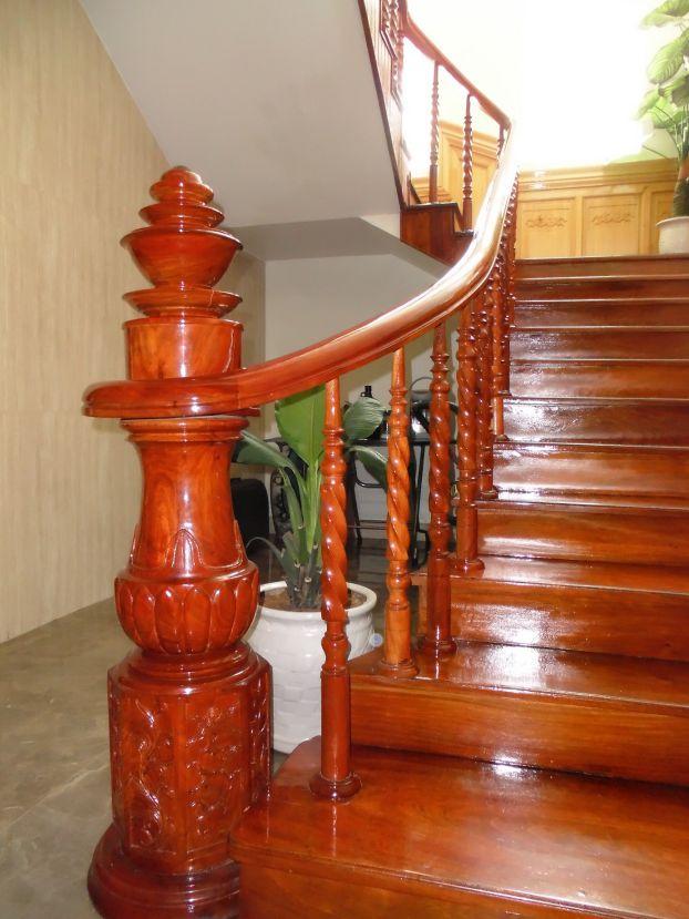 Mẫu cầu thang gỗ đẹp hiện đại H2
