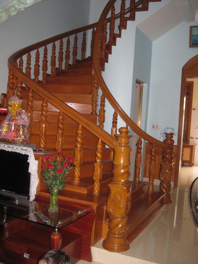 Mẫu cầu thang gỗ đẹp hiện đại H3