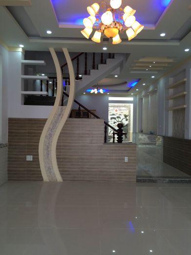 Phòng khách được thiết kế thẩm mỹ cao.