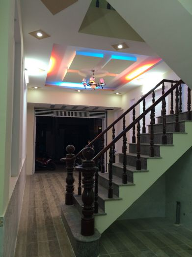 Trần thiết kế thạch cao trang trí hệ thống đèn chiếu sáng kiểu mới.