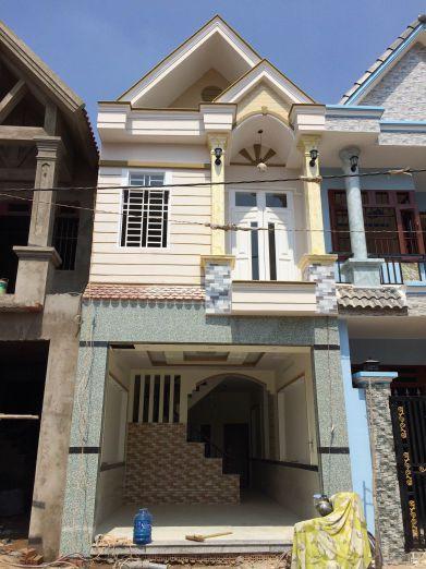 Nhà mới xây xong, kiểu mái thái hiện đại.