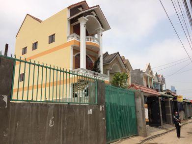 Góc nhìn bên hông của căn nhà.