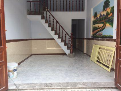 Phòng khách rộng rãi, không gian thoáng mát.