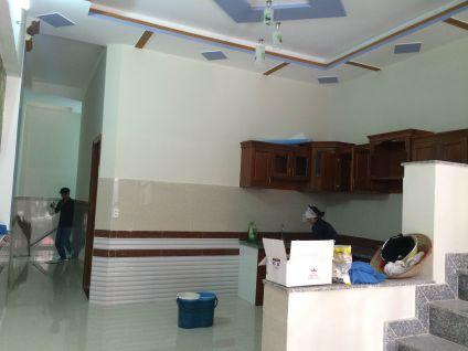 Nội thất hiện đại, không gian bếp được làm bằng gỗ.