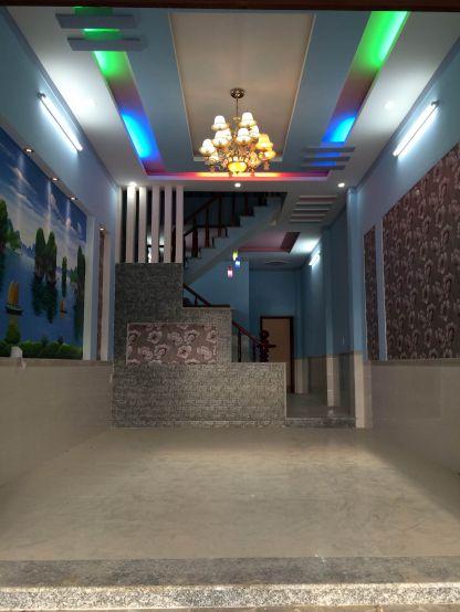 Phòng khách là không gian nội bật giữa gam màu hài hòa.