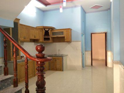 Toàn bộ không gian bếp được thiết kế bằng gỗ.