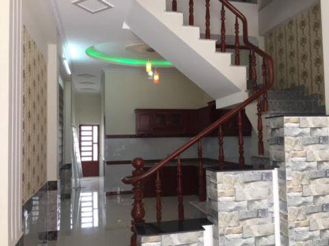 Không gian nhà bếp liền kề cầu thang